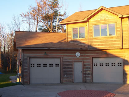 Picture of Guest House Garage